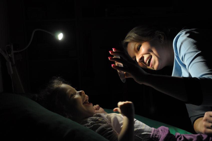 Zabawa z lusterkiem przy terapii wzroku